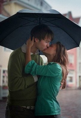 Download A kiss in the rain - Romantic wallpapers