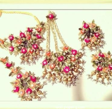 Multicolour floral jewellery for bride