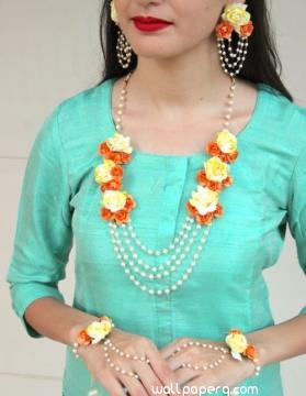 Yellow floral jewellery for bride