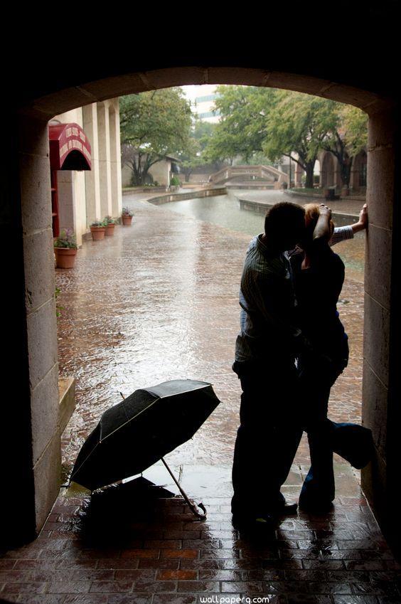 Kiss in the rain image