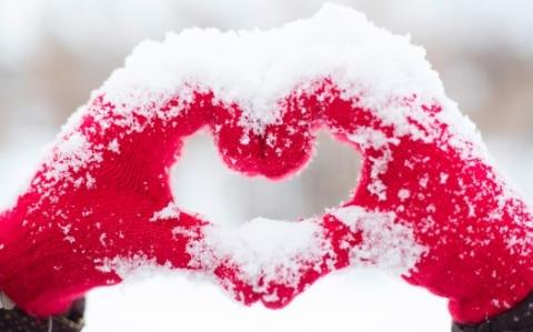 Love heart snow hands ultra hd 4k wallpaper