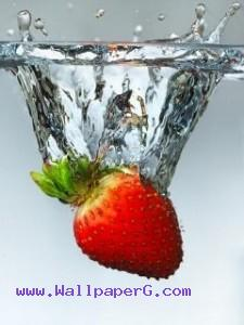 Strawberry in water ,wide,wallpapers,images,pictute,photos