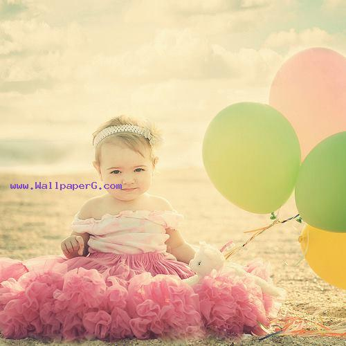 Baby with ballons ,wide,wallpapers,images,pictute,photos