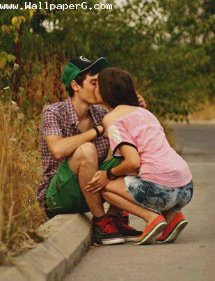 A kiss on road ,wide,wallpapers,images,pictute,photos