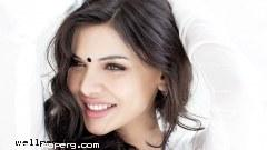 Cute smile of sara loren