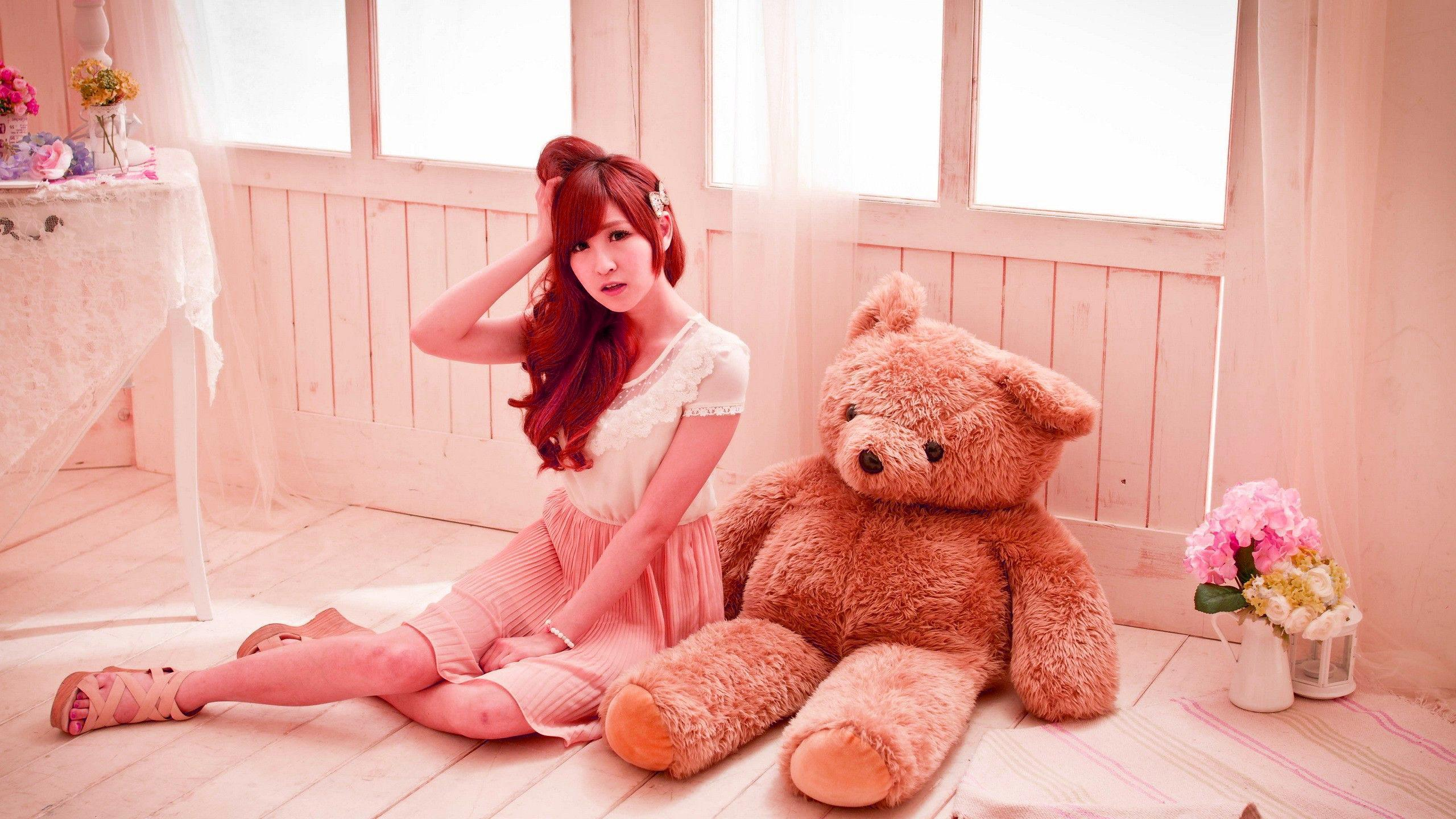 Innocent girl and the teddy