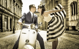 Vintage scooter vespa street boy girl kiss hd images ,wide,wallpapers,images,pictute,photos