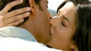 Katreena and hrithik roshan lip lock