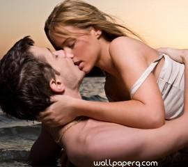 Kissing couple on the beach hd wallpaper for laptop