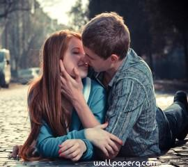 Kissing on road hd wallpaper