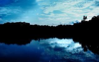 Blue sky reflections