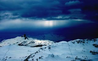 Rays fall into ice world