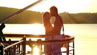 Kiss on the ship in the water hd wallpaper ,wallpapers,images,