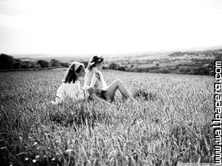 Girls in the open field wallpaper