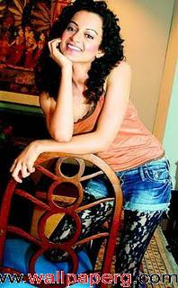 Kangna in half jeans