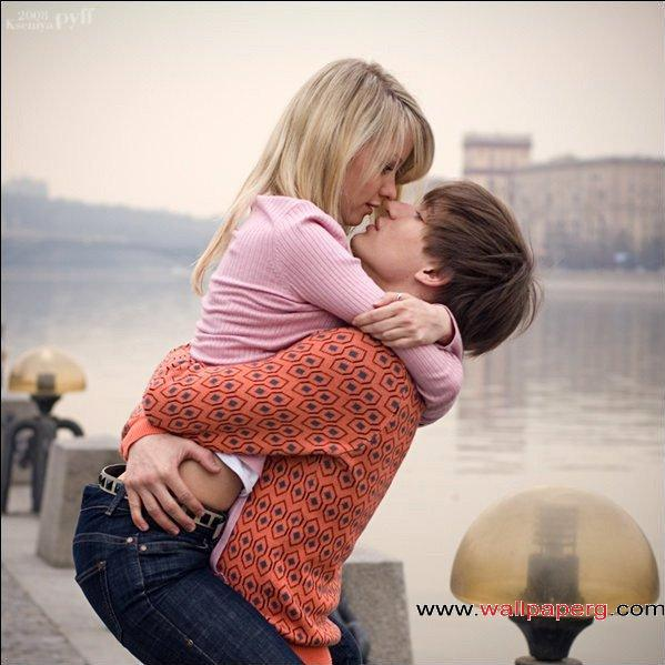 Download Hugging couple - Romantic wallpapers