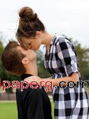 Kissing couple4