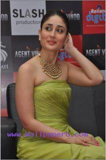 Kareen kapoor 20 ,wide,wallpapers,images,pictute,photos