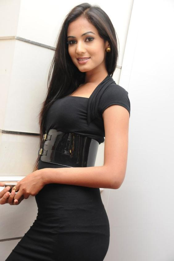 Download Sonal Chauhan Cool Actress Images For Your Mobile Cell Phone