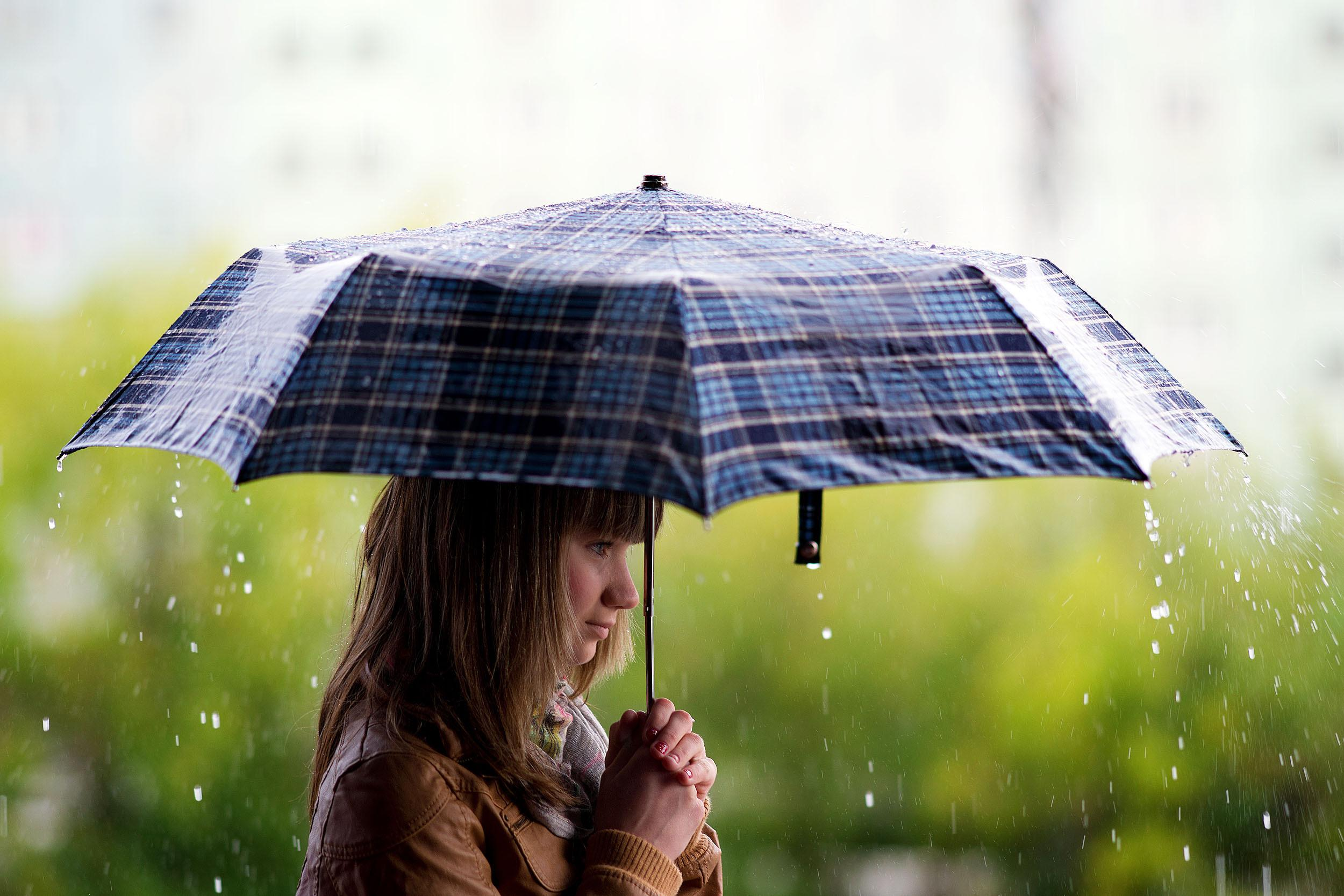 Download Days Done Wallpapers To Your Cell Phone: Download Girl Holding Umbrella Rainy Day