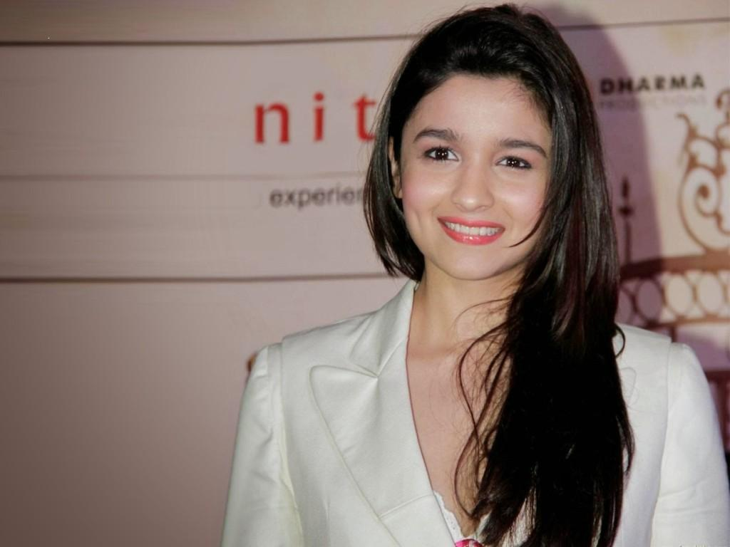 Download Alia Bhatt Wallpaper Cute Smile Cool Actress Images