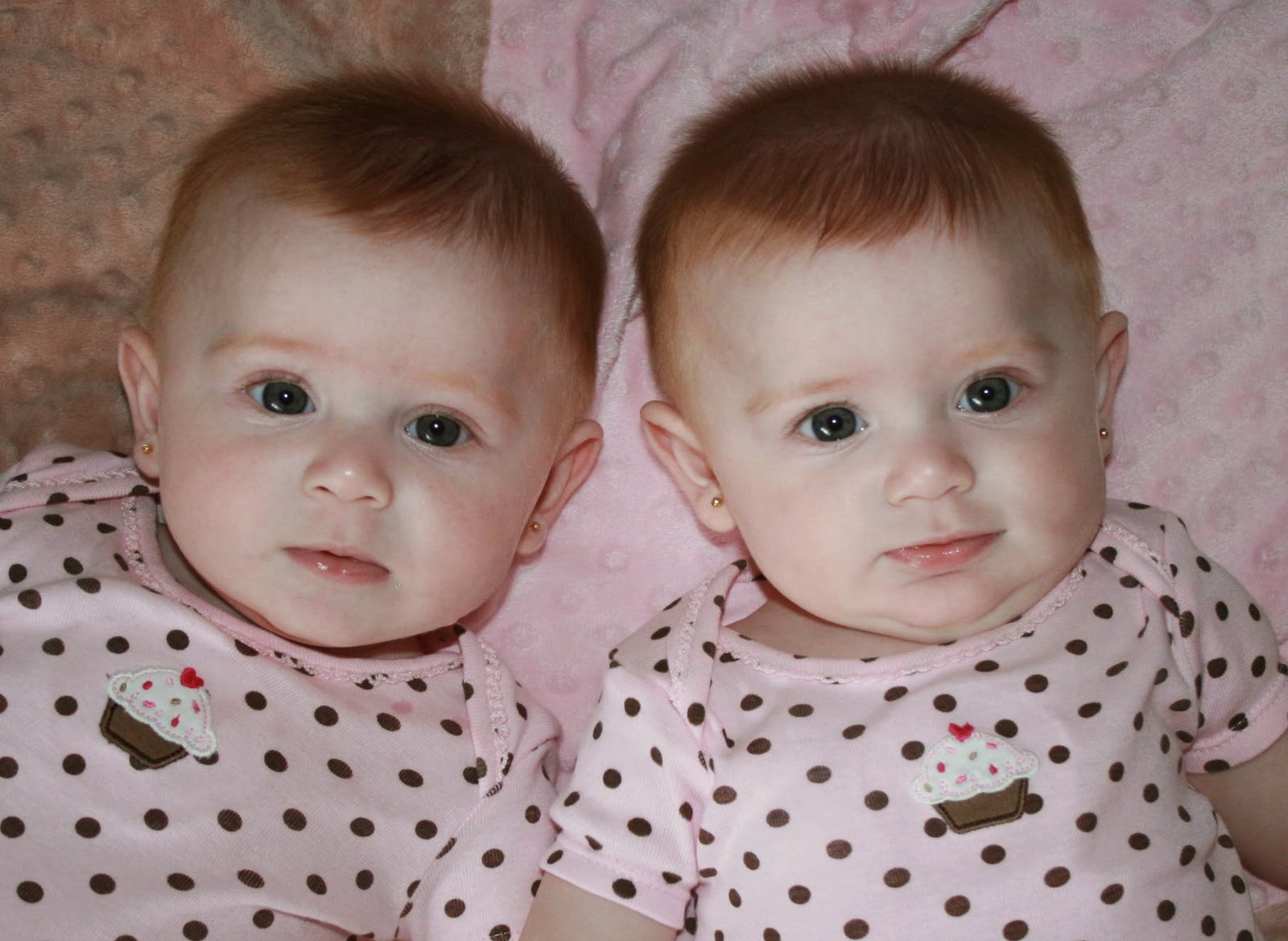 Download Twin Girls Baby Hd Wallpapers Cute Baby Girl Wallpapers For Your Mobile Cell Phone