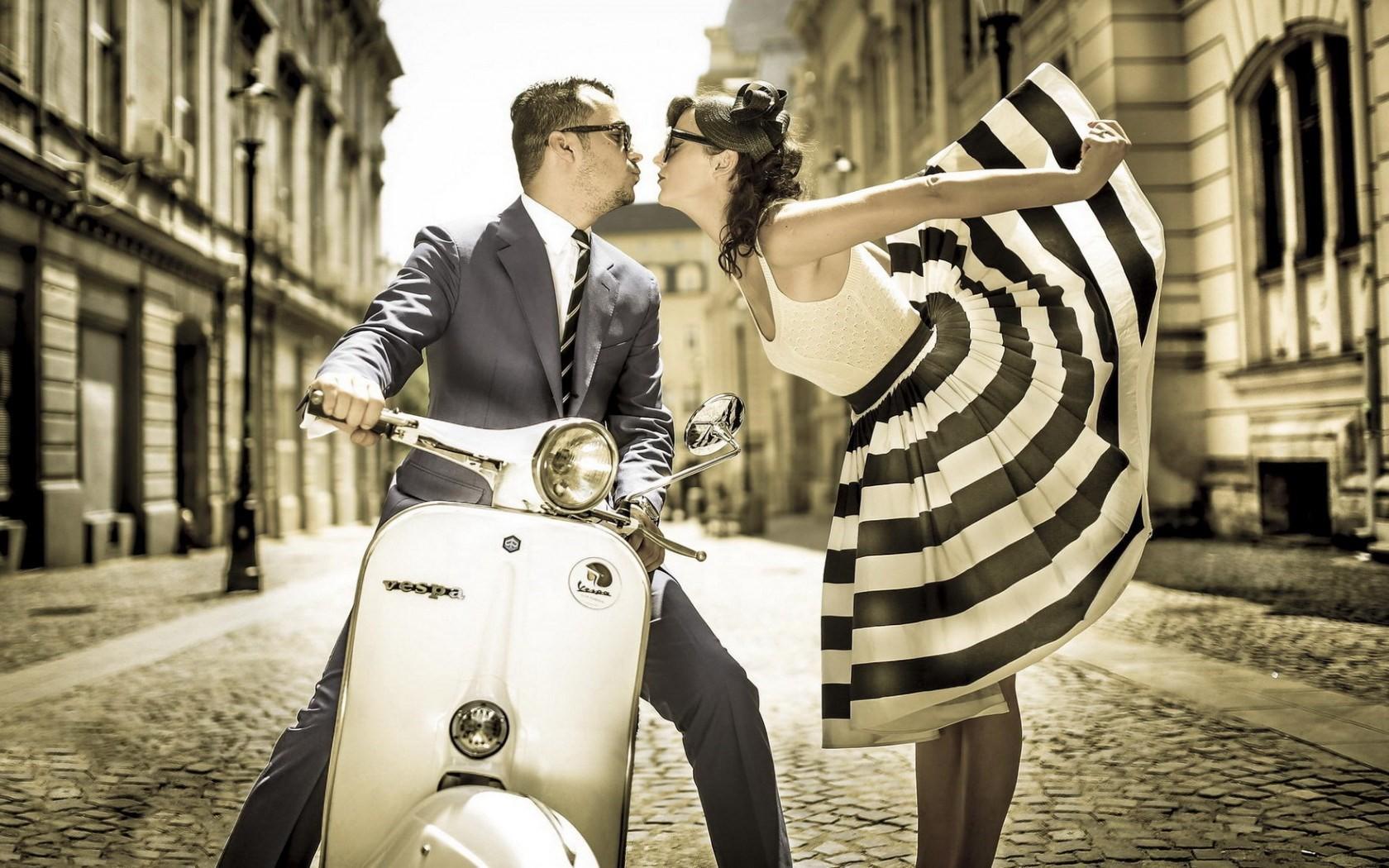 download vintage scooter vespa street boy girl kiss hd images