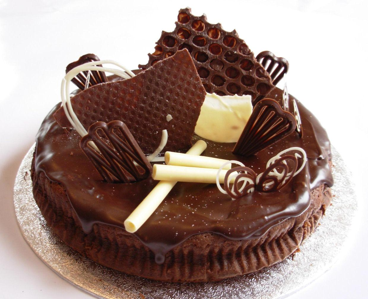 Download Birthday chocolate cake Cakes for your mobile cell phone