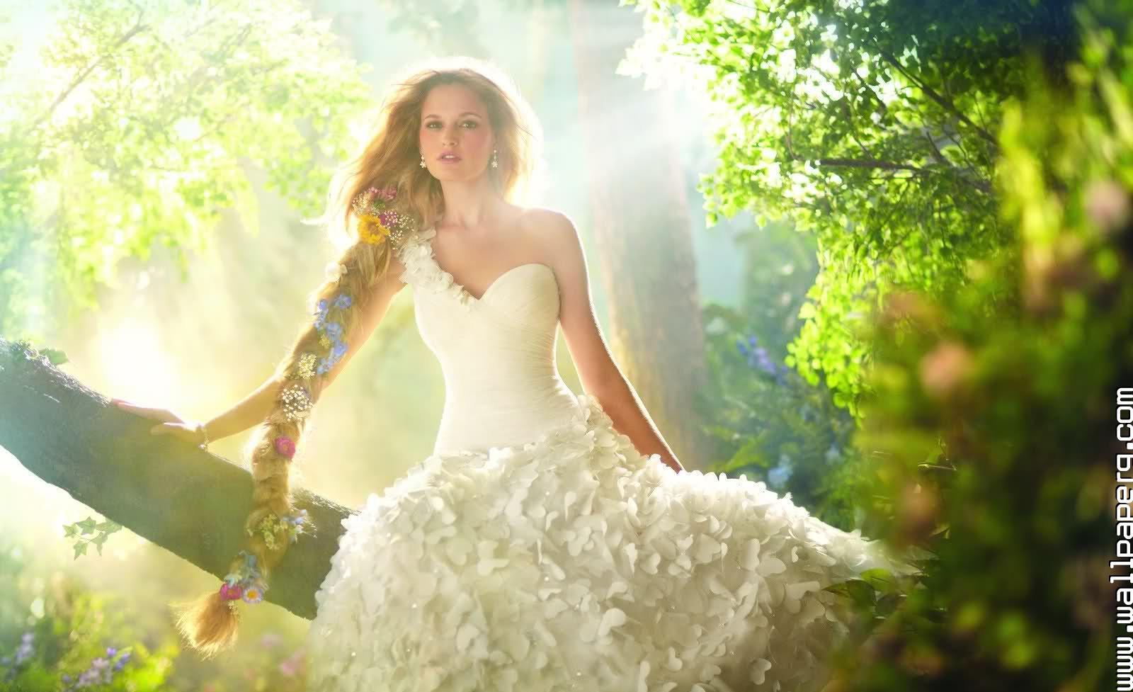 Не обязательно платье для бракосочетания должно быть белым.