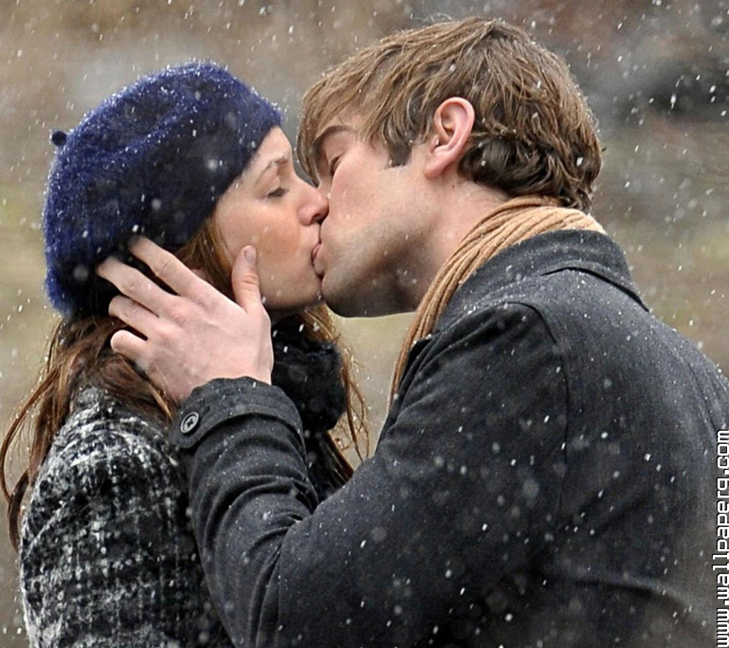 Download Romantic Kiss Of Couple Hurt Wallpapers For Your Mobile Cell Phone